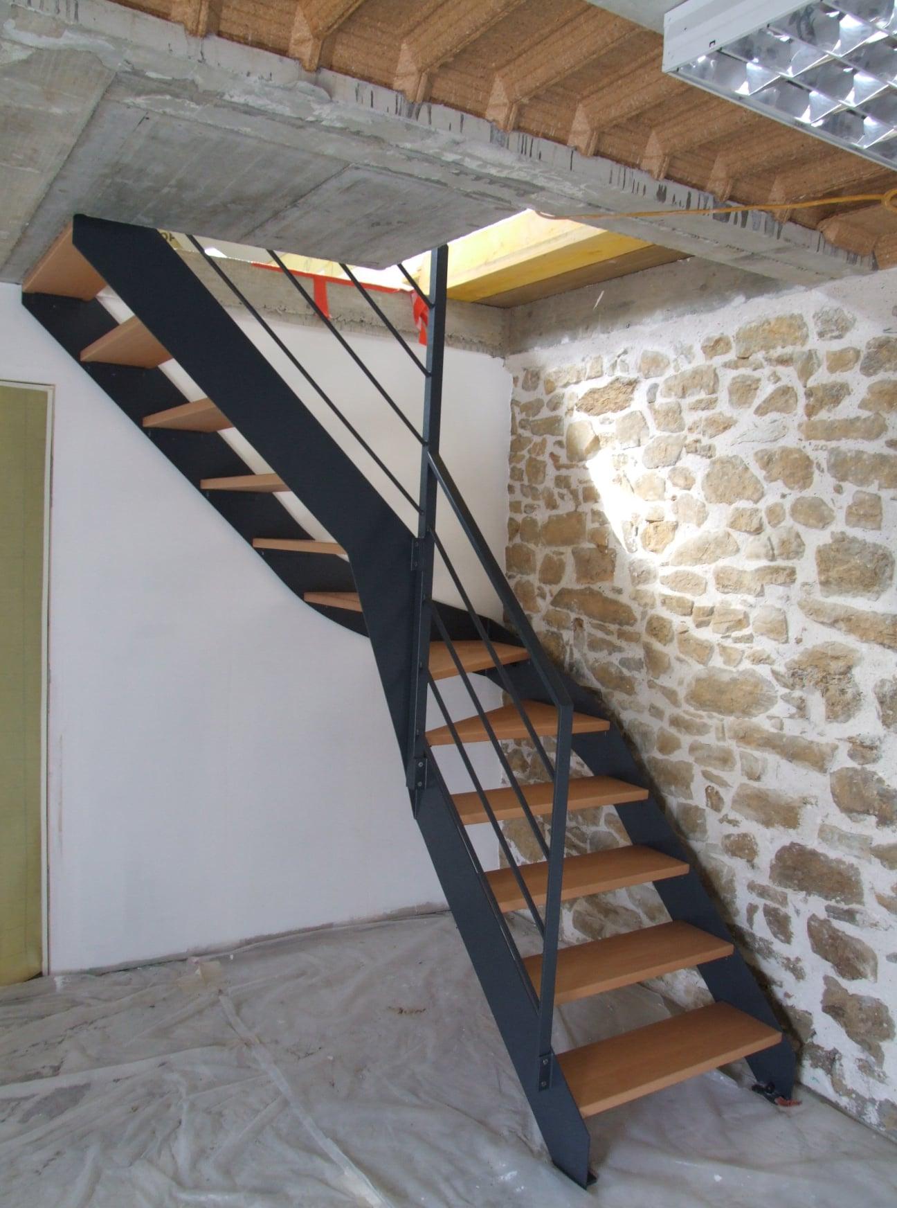 Escalier 1/4 tournant, marches hêtre :